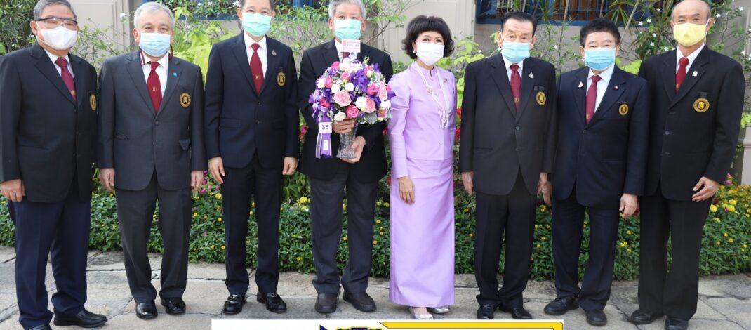 "((POLICE NEWS update PLUS))…""มูลนิธิป่อเต็กตึ๊ง ทูลเกล้าฯ ถวายแจกันดอกไม้เบื้องหน้าพระฉายาลักษณ์ และลงนามถวายพระพรสมเด็จพระกนิษฐาธิราชเจ้า กรมสมเด็จพระเทพรัตนราชสุดาฯ สยามบรมราชกุมารี"